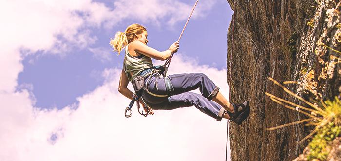 Practicar escalada en Wied Babu